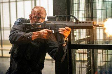 """Jason Statham w filmie """"Jeden gniewny człowiek"""""""