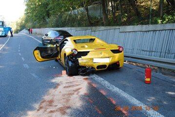 Jedno z aut po wypadku