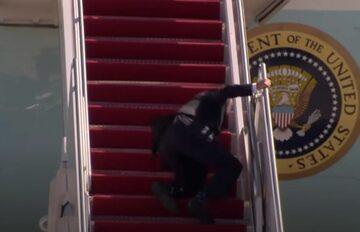 Joe Biden po upadku na schodach
