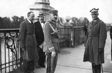 Józef Piłsudski na Moście Poniatowskiego w towarzystwie gen. Gustawa Orlicz-Dreszera