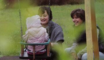 """Kadr z filmu dokumentalnego """"Dwie matki"""""""