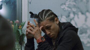 """Kadr z filmu dokumentalnego """"Niezwyciężona"""""""