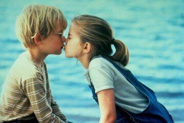 """Kadr z filmu """"Moja dziewczyna"""" (1991)"""
