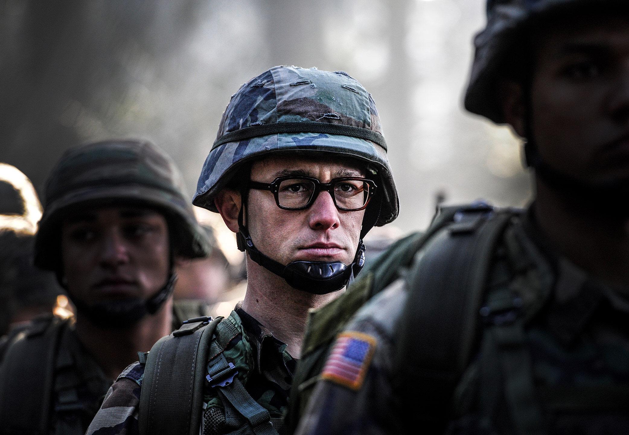 "Kadr z filmu ""Snowden"" (2016)"