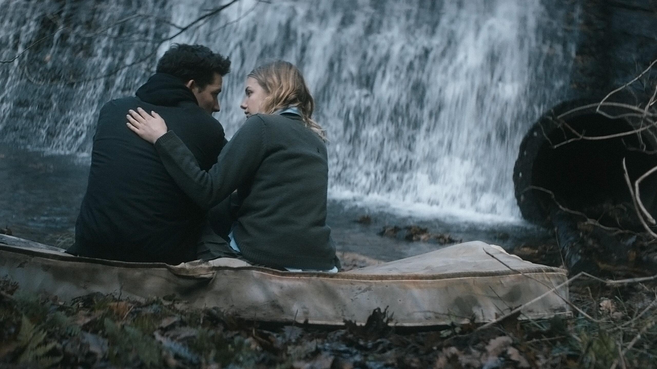 "Kadr z filmu ""Tajemnice Bridgend"" / ""Bridgend"" (2015)"