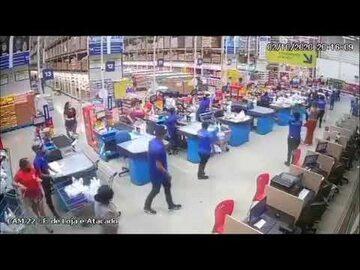 Kadr z nagrania z supermarketu w Brazylii
