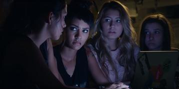 """Kadr z pierwszego sezonu serialu """"Oznaczone"""""""