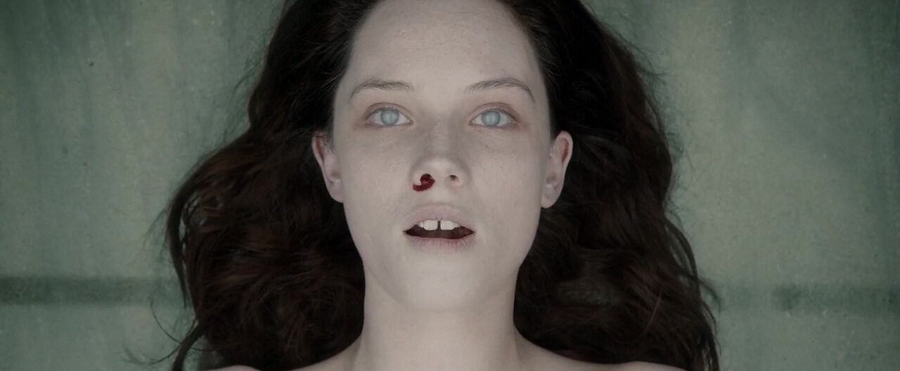 "Kadr z serialu ""Autopsja Jane Doe"" (2016)"