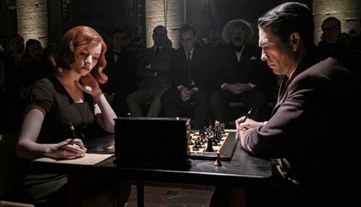 """Kadr z serialu """"Gambit królowej"""""""