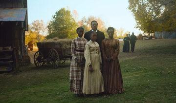 """Kadr z serialu """"Kolej podziemna"""" (ang. """"The Underground Railroad"""")"""