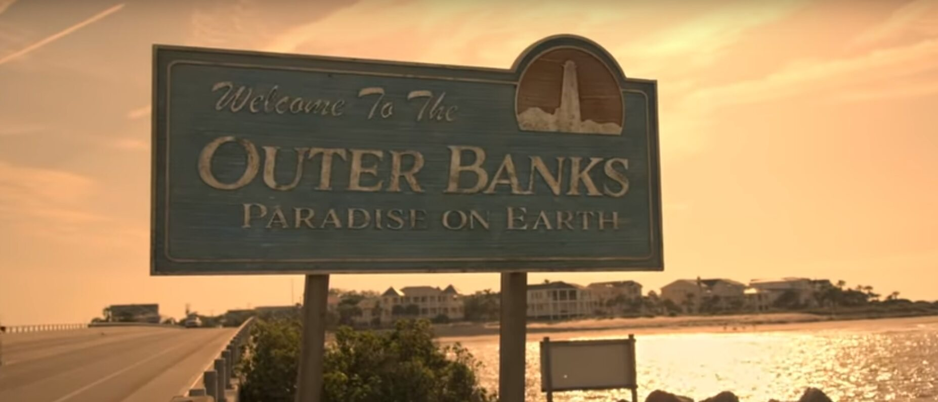 "Kadr z serialu ""Outer Banks"""