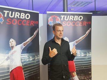 Kamil Grosicki podczas prezentacji gry Turbo Soccer