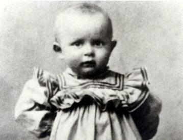 Karol Wojtyła w wieku dwóch lat