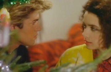 """Kathy Hill w teledysku """"Last Christmas"""""""