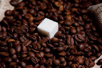 Kawa i kostka cukru