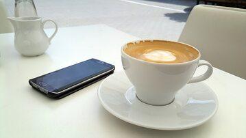Kawa i smartfon