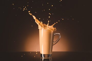 Kawa proteinowa (profee) to hit TikToka. Jak ją przygotować?
