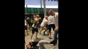 Kibice podczas bójki na Wembley