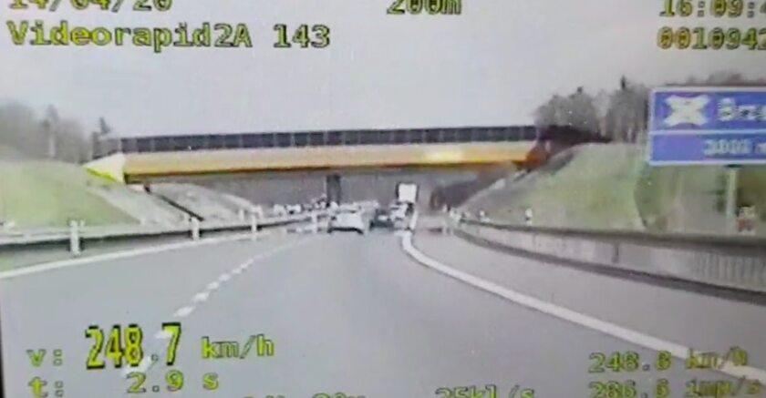 Kierowca BMW jechał 250 km/h