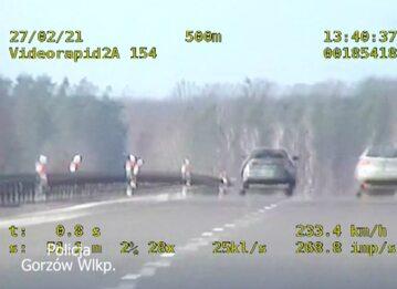 Kierowca jechał 236 km/h