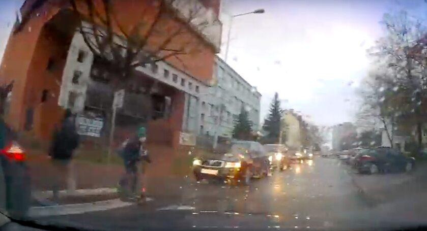 Kierowca omal nie wjechał w dziecko na hulajnodze