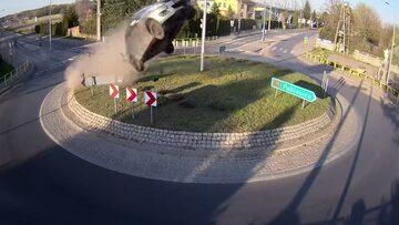 Kierowca przeleciał 64 metry