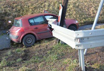 Kierowca zginął wbijając się w barierę ochronną