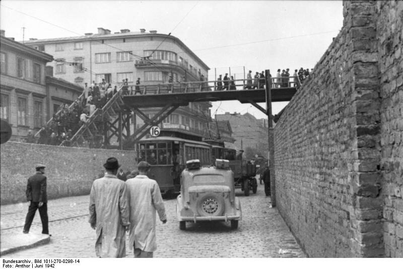 Kładka nad murami getta warszawskiego