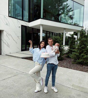Klaudia Halejcio z rodziną w nowym domu