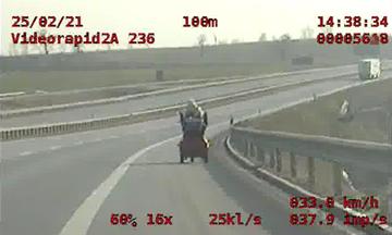 Kobieta na wózku inwalidzkim na S5