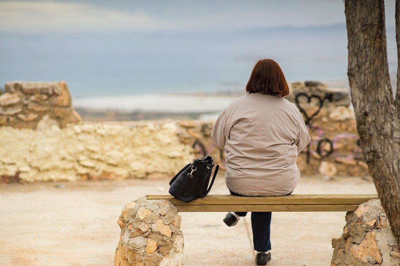 Kobieta nad morzem, zdjęcie ilustracyjne