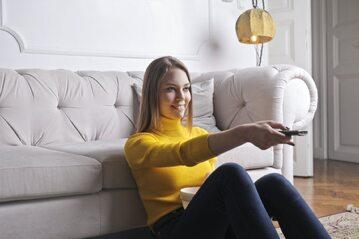 Kobieta oglądająca mecz