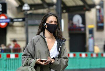 Kobieta w maseczce, Londyn