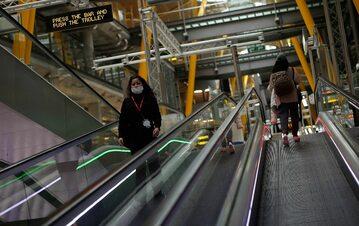 Kobieta w metrze w Madrycie