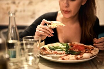 Kobieta w restauracji