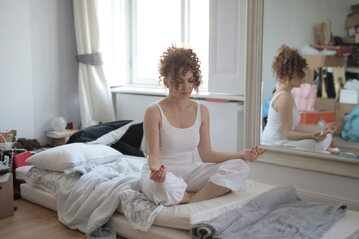 Kobieta w trakcie medytacji