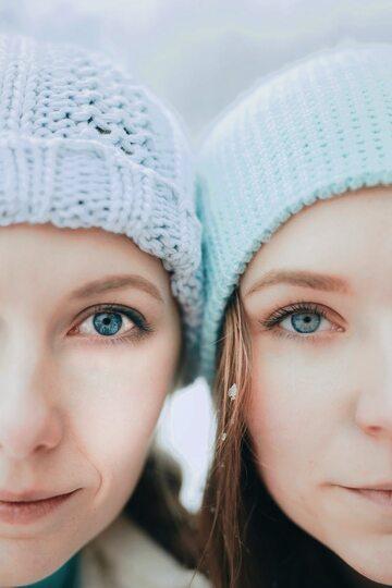 Kobiety w czapkach