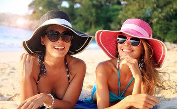Kobiety w kapeluszach