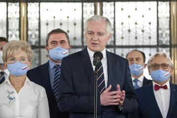 Konferencja Porozumienia. Na pierwszym planie Jarosław Gowin, z prawej Wojciech Maksymowicz