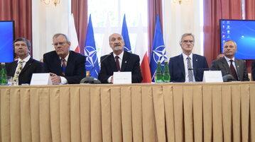 Konferencja prasowa podkomisji smoleńskiej w 2016 r.