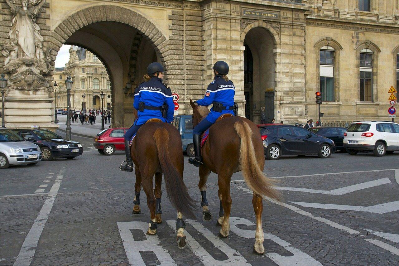 Konna policja francuska – zdjęcie ilustracyjne