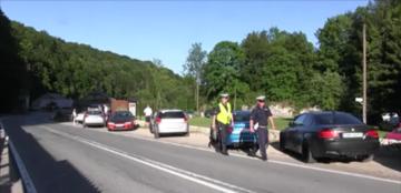 Kontrola policji na zjeździe tunerów w Pieskowej Skale