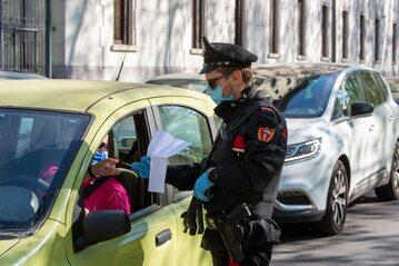 Kontrole policyjne we Włoszech w czasie pandemii koronawirusa