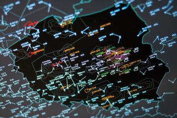 Kontrolerzy ruchu lotniczego dbają o bezpieczeństwo do 2,5 tys.samolotów na polskim niebie dziennie