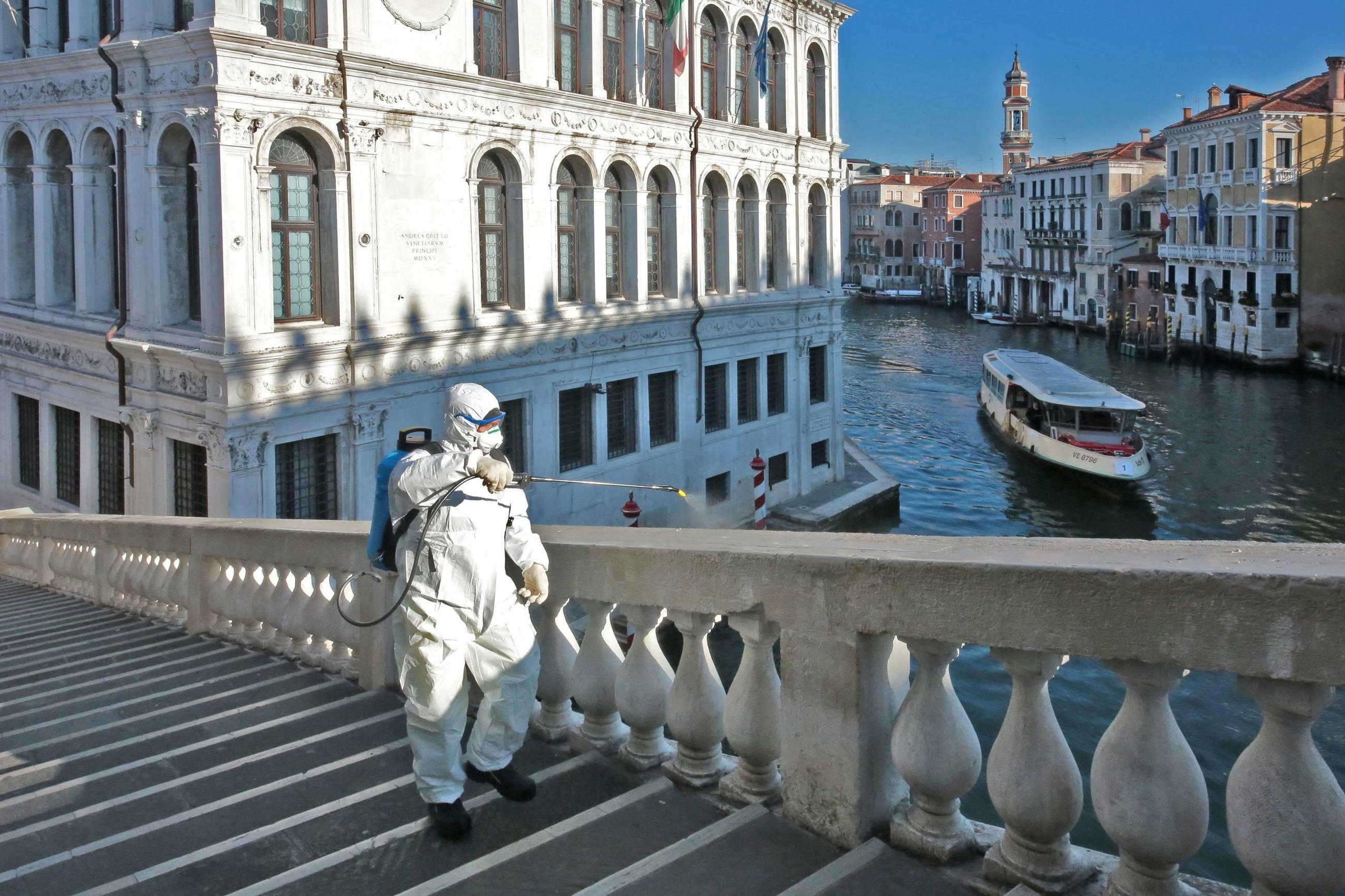 Koronawirus. Dezynfekcja ulic w Wenecji