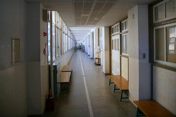 Korytarz szkolny, zdjęcie ilustracyjne