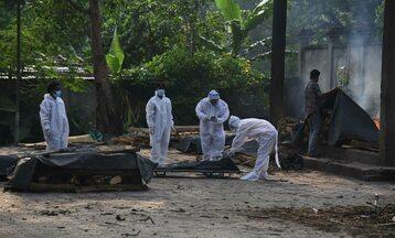 Kremacja ofiar koronawirusa w Indiach