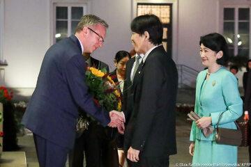 Krzysztof Szczerski witający japońską parę książęcą