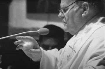 """Ks. Stanisław Orzechowski, kadr z filmu """"Zawsze chciałem być z ludźmi. Orzech"""""""