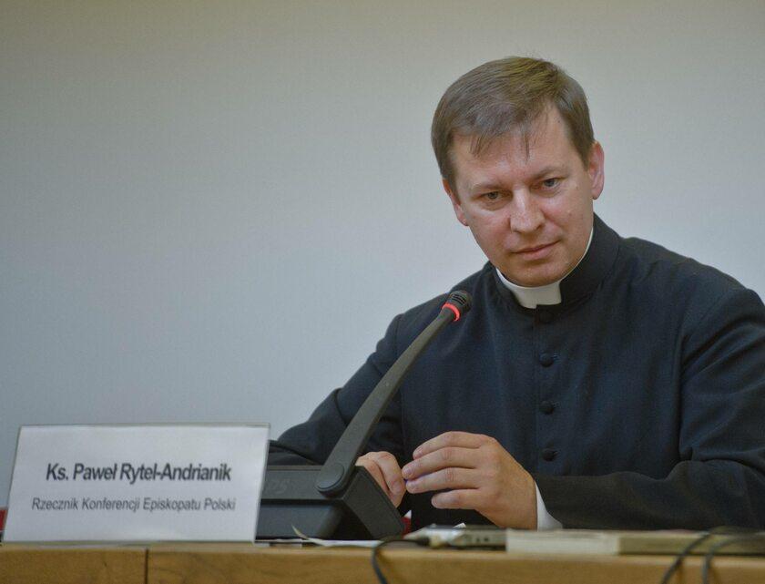 Ksiadz Pawel Rytel - Andrianik rzecznik Episkopatu